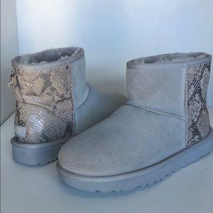 💝New Ugg Mini Metallic Snake Suede Boots sz 7